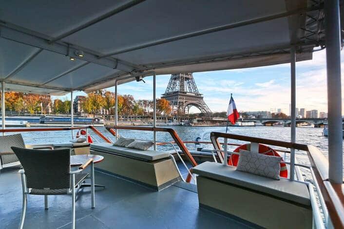 La terrasse du Signac face à la Tour Eiffel