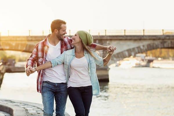 Couple sur les quais de Seine