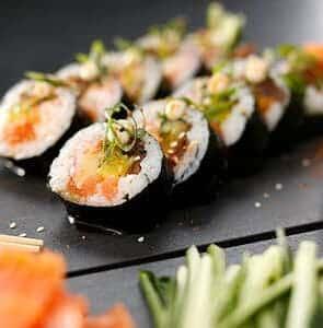 Animation sushi par un traiteur sur une péniche