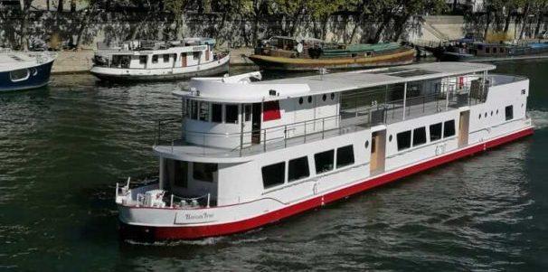 Le Bateau Ivre en navigation sur la Seine