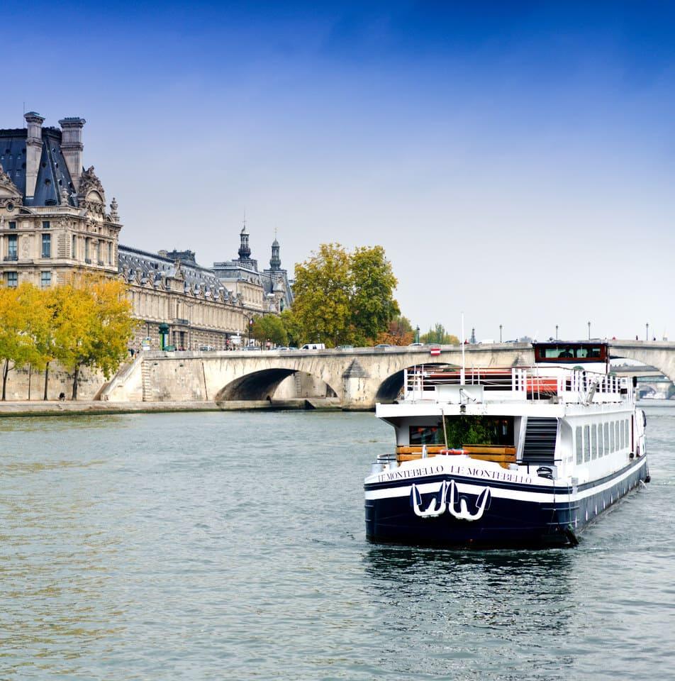 Le Montebello en navigation sur la Seine